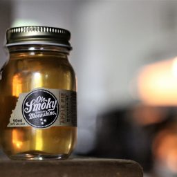 Ole Smoky Apple Pie Tennessee Moonshine with Virginia